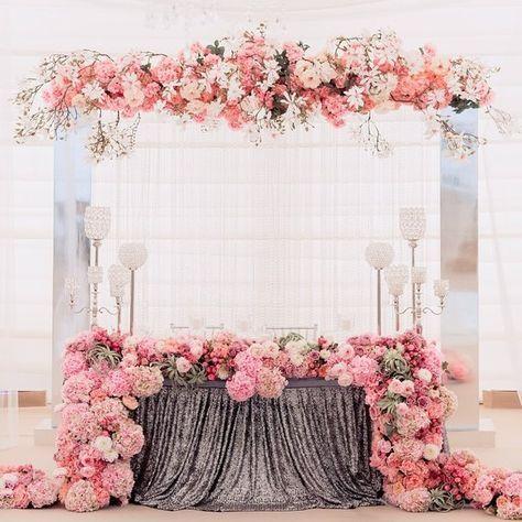 mesa para 15 años con flores